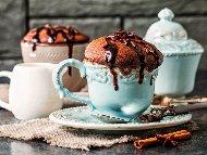 Шоколадово суфле в чаша за кафе в микровълнова